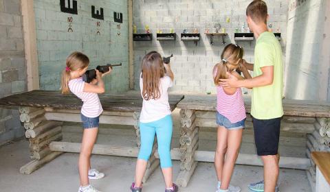 streljastvo-strelicarstvo-suma-skouras-kamp-bazen-fudbal-grcka-stoni-tenis-odbojka-kosarka-plaza-tekvondo-bicikl